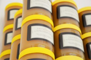 wat moet er op het etiket van een honingpot